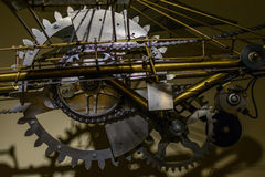 Feche acima das rodas denteadas A grande roda denteada roda dentro o sistema técnico Fotos de Stock Royalty Free