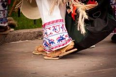 Feche acima das sapatas e das calças tradicionais do purepecha Imagens de Stock Royalty Free