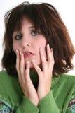 Feche acima de adolescente incomodado na camisola verde Foto de Stock