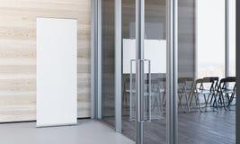 Feche acima de branco vazio rolam acima no escritório moderno com paredes de madeira, rendição 3d fotos de stock