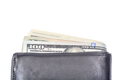 Feche acima de cem cédulas do dólar na carteira de couro preta sobre Foto de Stock