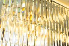 Feche acima de Crystal Chandelier luxuoso bonito imagens de stock