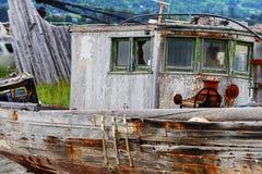 Feche acima de deteriorar o barco abandonado fotografia de stock royalty free