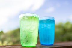 Feche acima de dois vidros com água fria Imagens de Stock Royalty Free