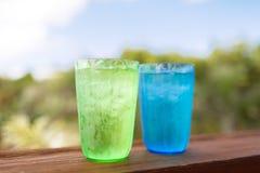Feche acima de dois vidros com água fria Fotografia de Stock Royalty Free
