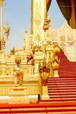Feche acima de dourado do crematório real para o rei Bhumibol Adulyadej no 4 de novembro de 2017 imagem de stock