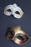 Feche acima de duas máscaras bonitas do carnaval no cinza imagens de stock