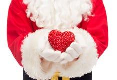 Feche acima de Papai Noel com forma do coração Fotos de Stock