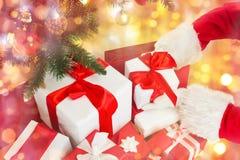 Feche acima de Papai Noel com presentes sobre luzes Imagem de Stock Royalty Free