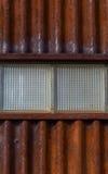 Feche acima de parede ondulada do metal com dois blocos de vidro Fotos de Stock Royalty Free