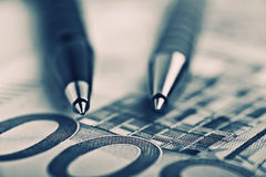 Feche acima de Pen On The Money Fotografia de Stock