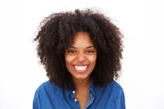 Feche acima de rir a mulher afro-americano isolada no fundo branco imagem de stock