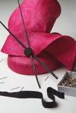 Feche acima de um acessório do chapéu da forma para as raças fotografia de stock royalty free