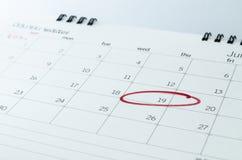 Feche acima de um calendário e de uma marca Imagem de Stock Royalty Free