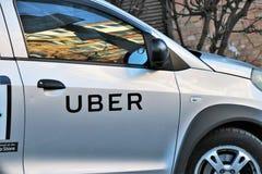 Feche acima de um carro de Uber com o tipo visível fotos de stock royalty free