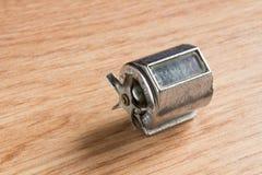 Feche acima de um dínamo diminuto da bicicleta Fotografia de Stock