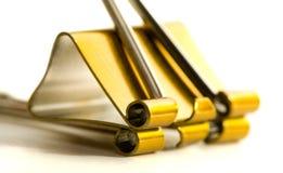 Feche acima de um grampo amarelo Fotografia de Stock