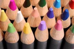 Feche acima de um grupo de lápis coloridos Imagens de Stock