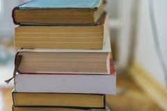 Feche acima de um grupo dos livros de papel, novelas Educação do conceito fotografia de stock royalty free