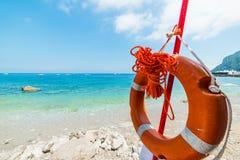 Feche acima de uma boia de vida na praia de Marina Grande Imagens de Stock