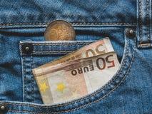 Feche acima de uma cédula do euro 50 em um bolso imagens de stock royalty free