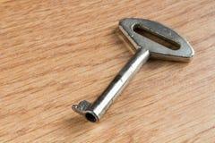 Feche acima de uma chave da porta de armário Imagens de Stock