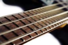 Feche acima de uma guitarra baixa Foto de Stock Royalty Free