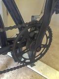Feche acima de uma roda dentada da bicicleta foto de stock