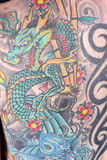 Feche acima de uma tatuagem japonesa do dragão Foto de Stock