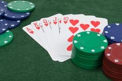 Feche acima de uma vista de cinco cartões de jogo que mostram em nível Fotos de Stock