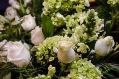 Feche acima do arranjo floral bonito, arranjo floral do casamento fotos de stock