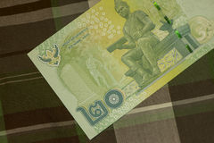 Feche acima do banho tailandês da cédula tailandesa com a imagem do rei tailandês Cédula tailandesa do baht 20 tailandês na tela  Foto de Stock