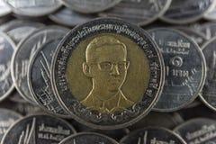 Feche acima do banho tailandês da moeda dez no fundo preto Foto de Stock Royalty Free