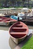 Feche acima do barco em um jardim Imagem de Stock Royalty Free
