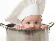 Feche acima do bebê que senta-se no potenciômetro conservado em estoque Fotografia de Stock