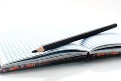 Feche acima do caderno e do lápis Foto de Stock
