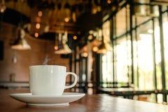 Feche acima do café quente um o dia da manhã Imagem de Stock Royalty Free