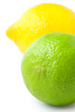 Feche acima do cal fresco e do limão isolados no branco Fotografia de Stock