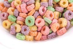 Feche acima do cereal frutado em uma bacia Fotos de Stock Royalty Free