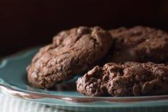 Feche acima do chocolate caseiro, cookies da microplaqueta do choc imagem de stock royalty free