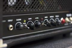 Feche acima do controlador da cabeça do amplificador imagem de stock royalty free