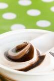 Feche acima do creme macro do chocolate do gelado imagem de stock royalty free