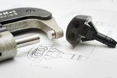 Feche acima do desenho do produto e da ferramenta da medida Foto de Stock