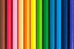 Feche acima do estilo colorido da cor do sumário do detalhe dos lápis Fotografia de Stock