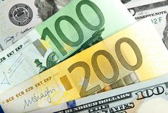 Feche acima do Euro real do dólar das notas Dólar e euro- notas dólar do euro das diferenças do símbolo Foto de Stock