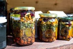 Feche acima do figo das amêndoas das nozes das sementes de Honey Jar Packed With Pumpkin Fotos de Stock Royalty Free