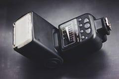 feche acima do flash moderno digital da foto para a câmera fotografia de stock royalty free