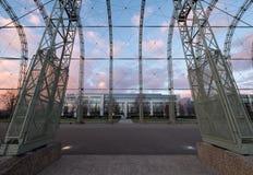 Feche acima do hangar do dirigível da guerra mundial 1 no local original do aeródromo de Farnborough, agora parque empresarial de foto de stock