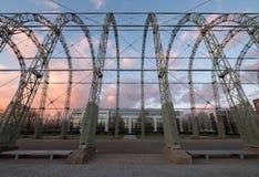 Feche acima do hangar do dirigível da guerra mundial 1 no local original do aeródromo de Farnborough, agora parque empresarial de foto de stock royalty free