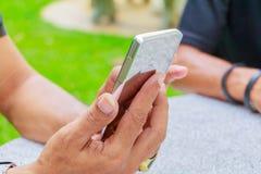 Feche acima do homem de negócios usando o telefone esperto móvel foto de stock royalty free